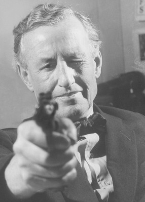 Ian Fleming pointing a gun, Loomis Dean 1962